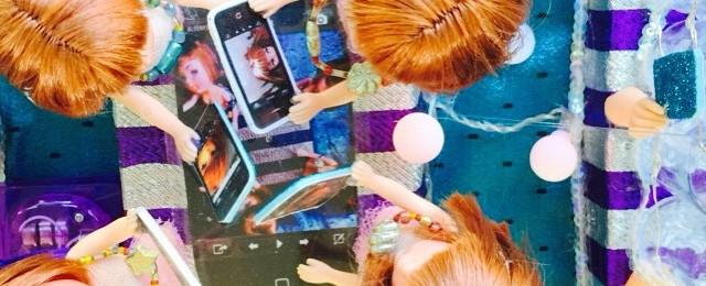 Social media overload mini float