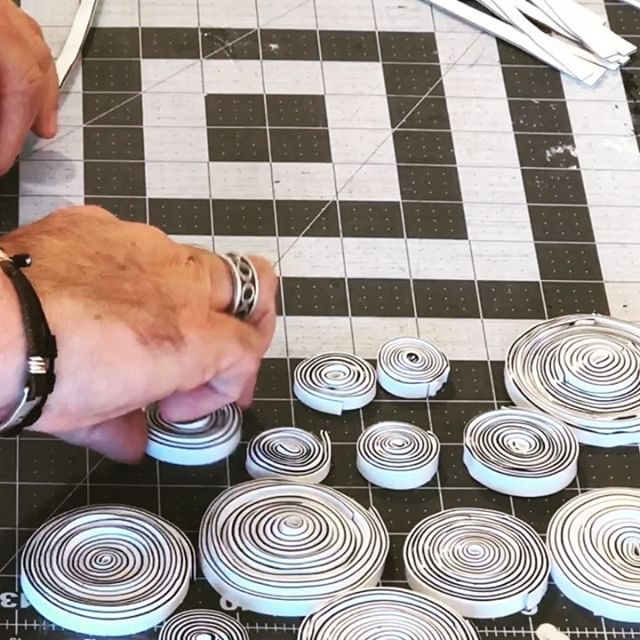 Sunday in the studio: Black and white rolls and more rolls in time lapse mode. Making lots of these paint pucks to move forward with my current art project. Goal is to have this piece done for ICB Winter Open studios @icb_winter_open_studios at the end of November. Stay tuned for more art production vids of the work leading up to the finished pieces. Thanks for watching and commenting on my work. . . . . . . . . .