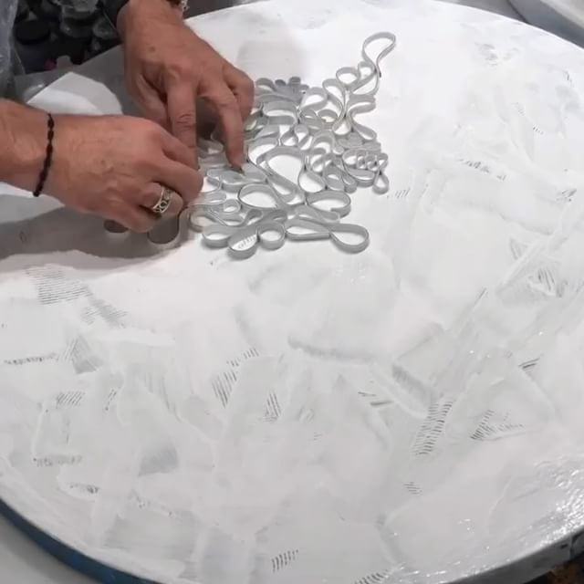 "Time lapse Sunday! Not sure if that's a thing! Time to lay down some texture on a 29"" (73cm) round. This is a custom piece for a client and based on work from my ""Circle ️ Back"" series. Great 2 days in the studio. Worked with 3 amazing and talented art assistants collaborating with me on a huge very labor intensive piece. Rewarding to see so many projects coming together. Here's to cranking up the tunes and letting the work flow. . . ."