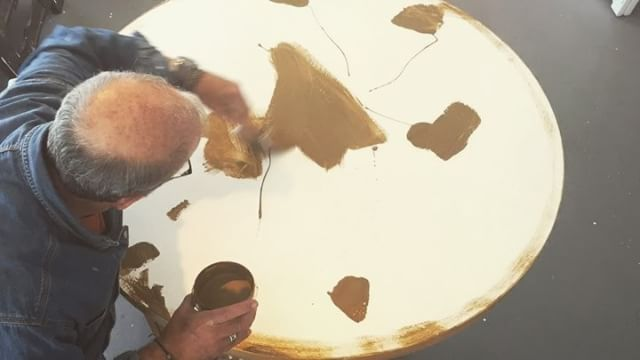 "Today in the studio: It's an undercoat and scratch kinda day. Time to cover that white paint with a lovely warm glow. The @goldenpaints dry quickly and I'm on to the next step. This is a 47"" (1.19m) round commissioned piece. . Please enjoy and follow me if you like art creation videos. . . ."