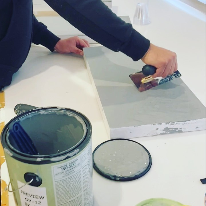 Materials Thursday time to learn a bit about applying Venetian plaster. Of course @lehouseofthunder shows up for class with gold plated trowels to match his epic skills.  @rickbegneaud and @brianhuberart cheering on from a safe distance.  . . . . . . . .